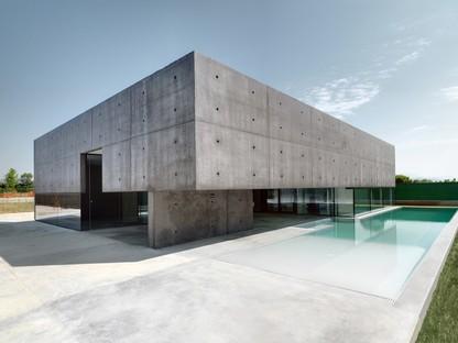 Privathaus mit Pool von Matteo Casari architetti