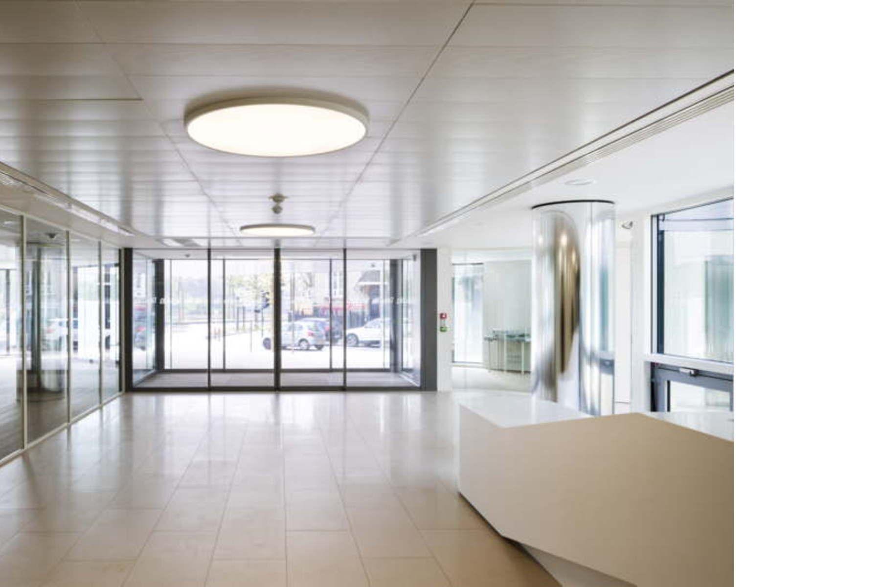 atelier zuendel cristea firmensitz pacemar in suresnes paris floornature. Black Bedroom Furniture Sets. Home Design Ideas