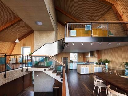 Mole Architects ein Hausboot auf dem Festland