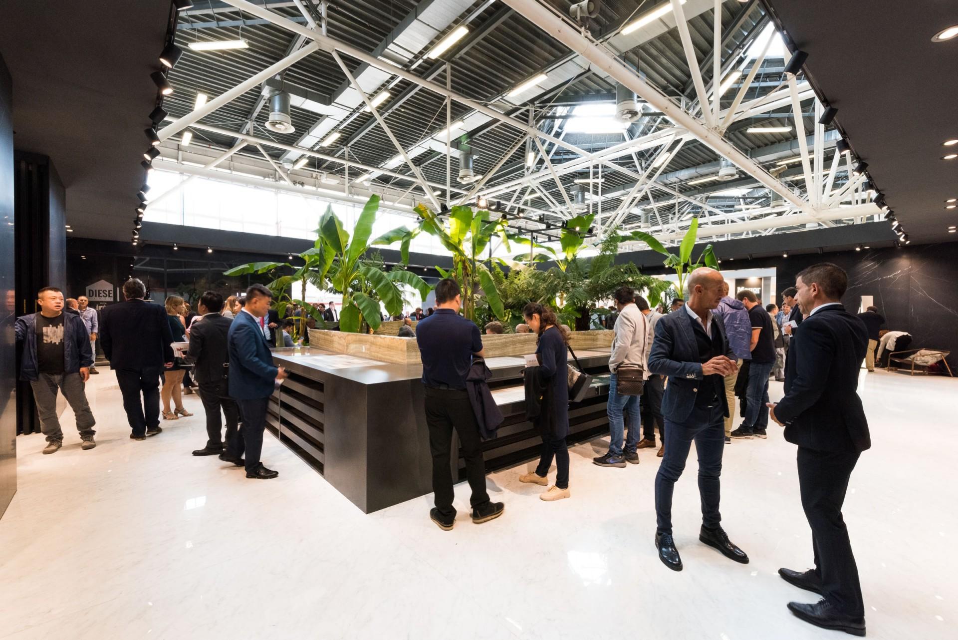 Iris ceramica - FMG Fabbrica Marmi e Graniti - Eiffelgres auf der Cersaie 2017