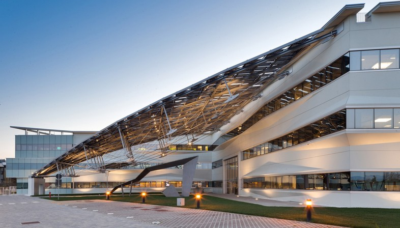 Pierattelli Architetture Arval Headquarters ein photovoltaischer Blitz in Scandicci