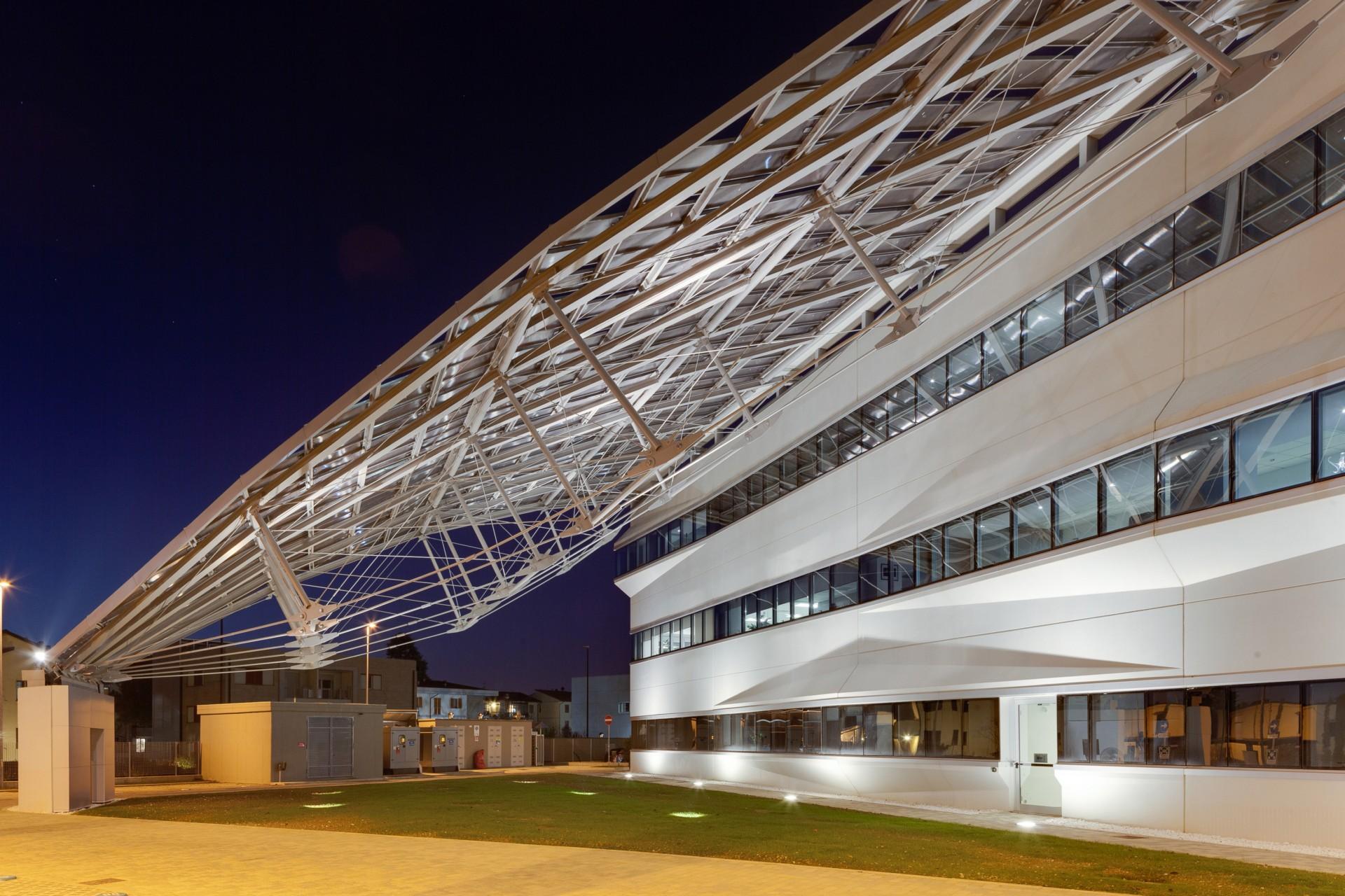Pierattelli Architetture Arval Headquarters ein photovoltaischer Blitz in Scandicci