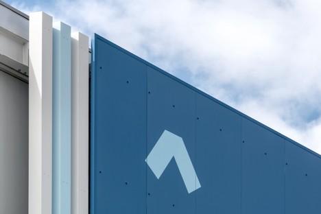 FUD Lombardini22 Physical Branding Fußgängerbrücke und Eingang des Flughafens Triest