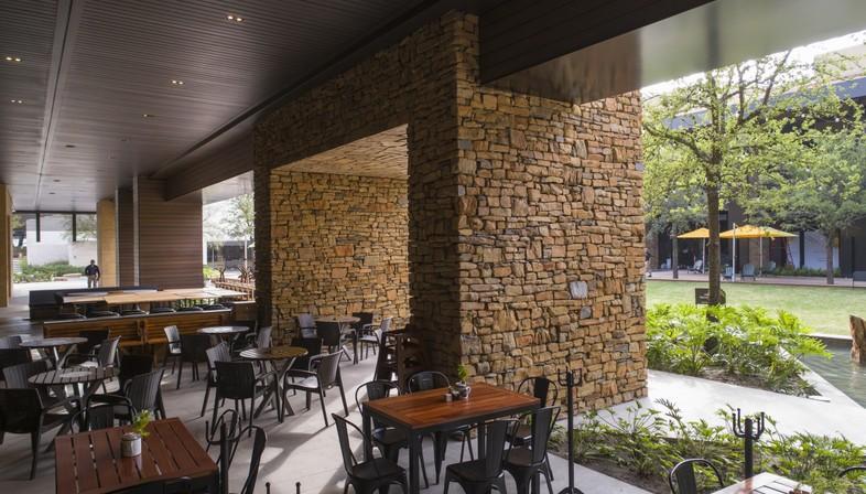 Carranza Ruiz Arquitectura Einkaufszentrum Pueblo Serena Monterrey Mexiko