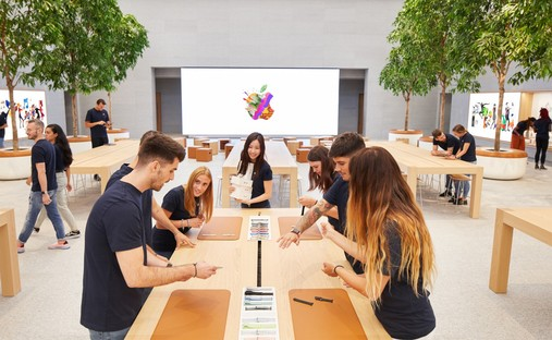 Foster + Partners Apple Piazza Liberty Mailand