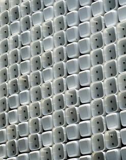 Architekturen in Indonesien: eine Mikrobibliothek und eine Residenz