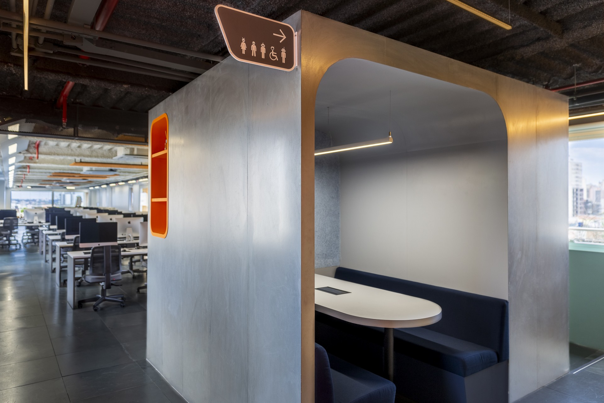 Superlimao Escola 21 Interior Design fuer eine Computerschule in ...