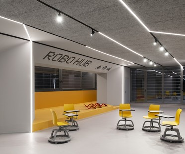 SBG architetti: ROBOHUB - die Roboterwerkstatt der Curiel-Schule in Rozzano