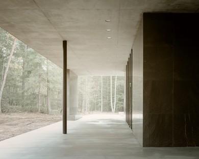 KAAN Architecten Loenen Pavilion ein Mahnmal im Einklang mit der Natur
