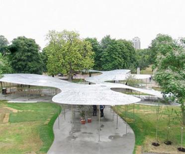 Serpentine Pavilion, London. Die Installation von SANAA für das Publikum eröffnet