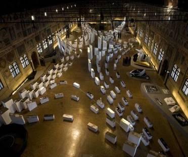Tisch der Architektur und Ausstellung von Zaha Hadid