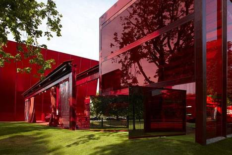 Serpentine Gallery Pavilion 2010 Designed by Jean Nouvel ph. John Offenbach