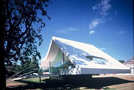 Serpentine Gallery Pavilion 2003 Designed by Oscar Niemeyer ph. Richard Bryant