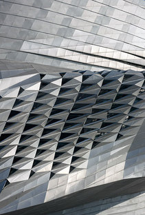 COOP HIMMELB(L)AU Dalian International Conference Center, China
