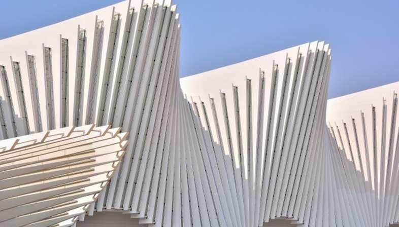 Calatrava Hochgeschwindigkeitsbahnhof Mediopadana Reggio Emilia ...