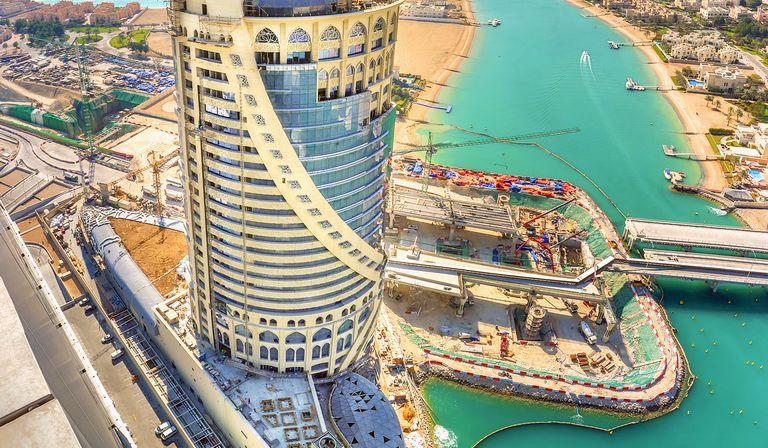 South West Architecture mit FMG für den Falcon Tower in Doha