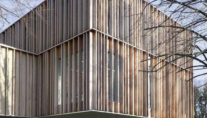 V+ und Bouwtechniek: Rathauserweiterung Montigny-Le-Tilleul