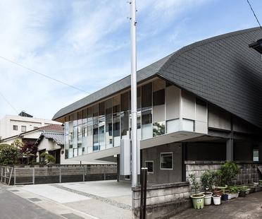 y+M design office gestaltet die Y Ballet School in Tokushima