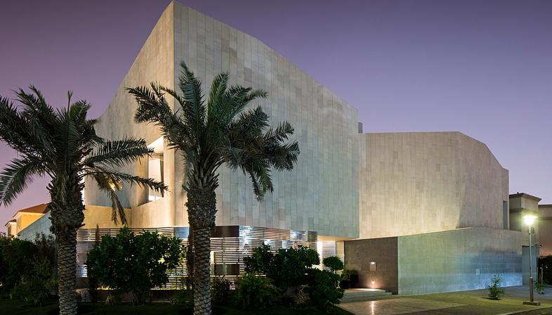 Wall house di AGi Architects a Khaldiya (Kuwait City)