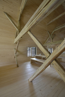 OFIS architects: Alpine barn tourist apartment in Bohinj, Slowenien