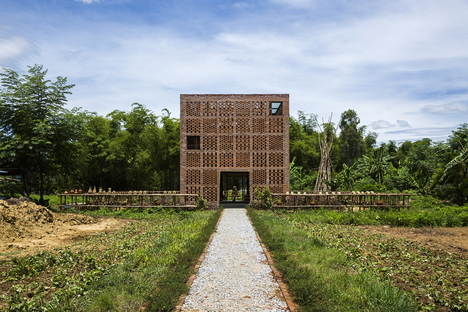 Tropical Space und Terra Cotta Studio