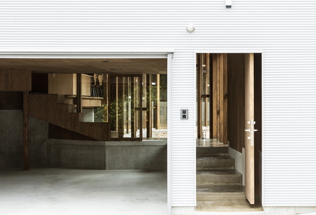 y+M: Folding wall - stepped floor Haus in Naruto City (Japan)