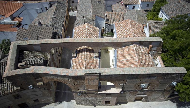 Paredes Pedrosa arquitectos: Zwei Häuser in Oropesa
