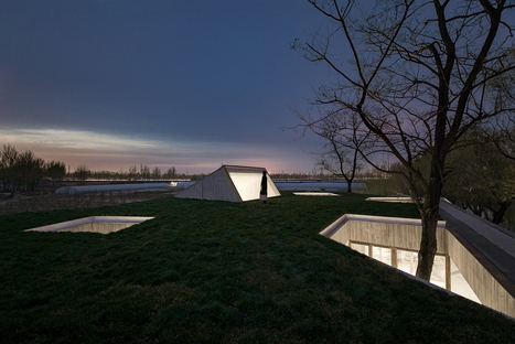 Archstudio: Buddhistischer Tempel am Fluss in Tangshan, China