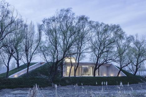 Archstudio: Buddhistischer Tempel am Fluss in Tangshan, China