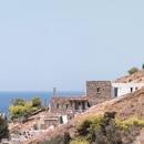 Cometa Architects: Rocksplit, ein Haus auf der Kykladeninsel Kea