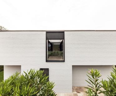 Haus MCR von CN10: Renovierung und Ausbau eines Einfamilienhauses