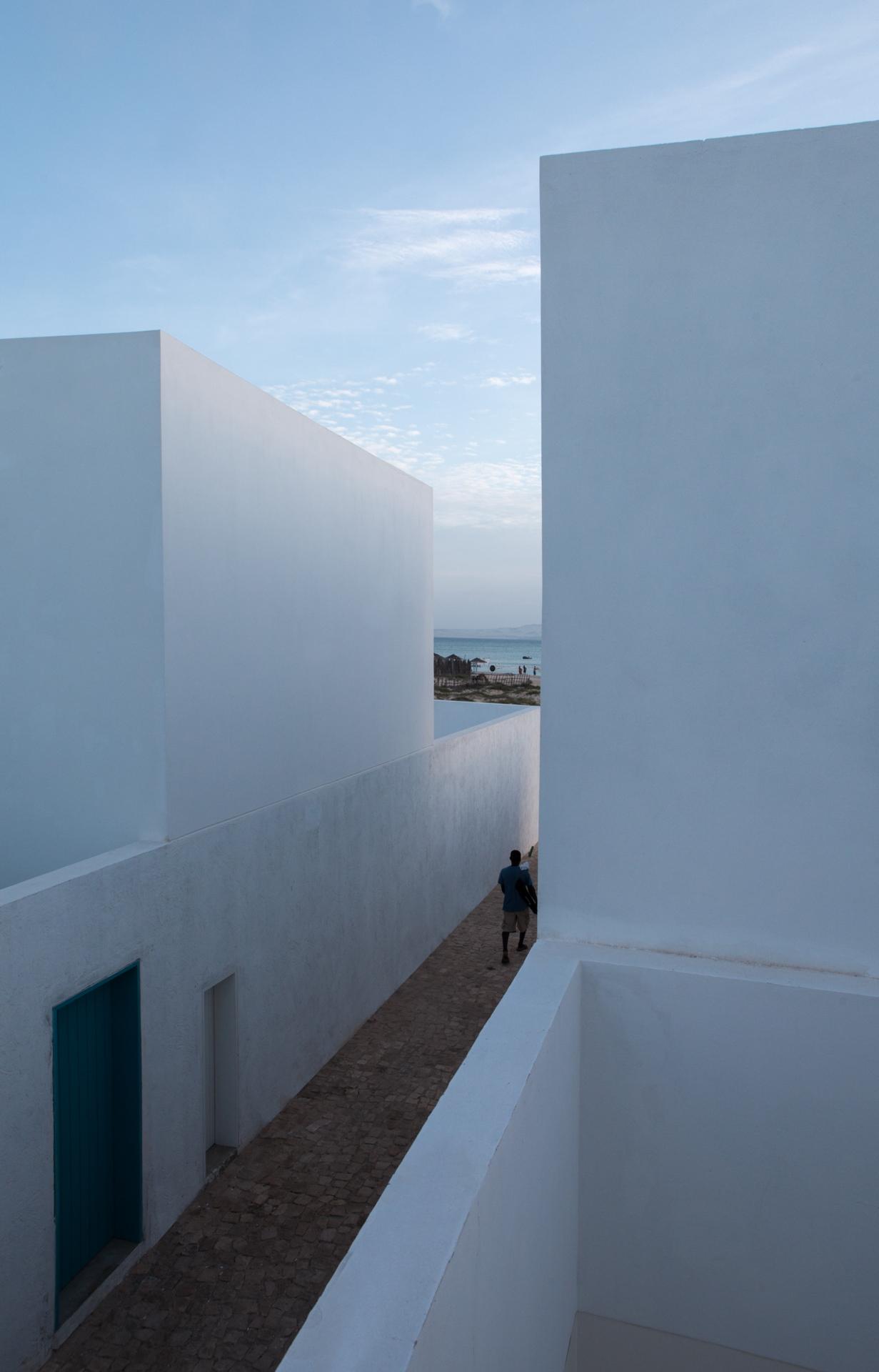 José Adrião: Wohnanlage in Praia do Estoril Kapverdische Inseln