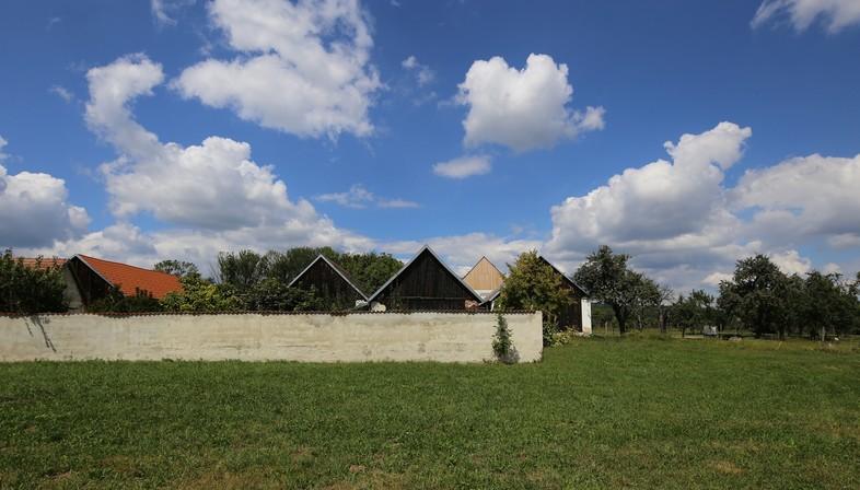 juri troy architects: neues Wohnhaus in einem österreichischen Streckhof