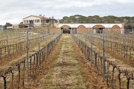 Jorge Vidal und Víctor Rahola: Weinkellerei in Mont-ras, Katalonien