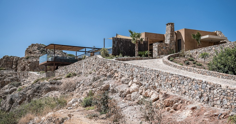 Paly Architects realisiert eine Luxusresidenz am Meer in Livadia, Kreta