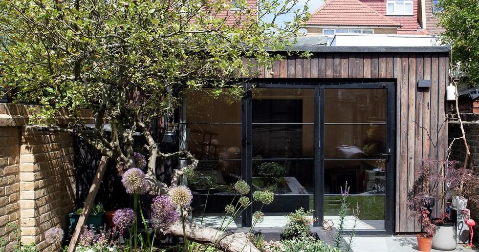 Charred Garden House von Trellik in London