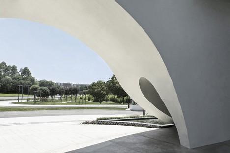 Das neue White Building des Chengdu Science and Technology Industry Incubation Park trägt die Unterschrift der CROX