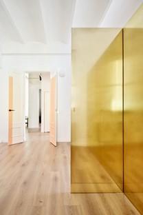 Raúl Sánchez: The Magic Box Apartment in Barcelona