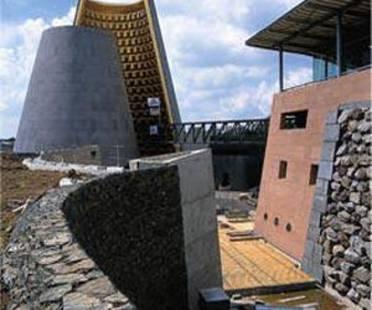 Hans Hollein: Zentrum für Vulkanforschung in Clermont-Ferrand, Frankreich