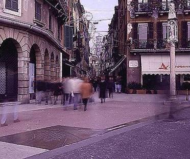 Eine Steinstraße, Verona, Italien. Boris Podrecca