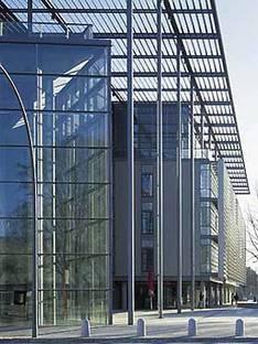 Foster and Partners: Multimedia Center Hamburg