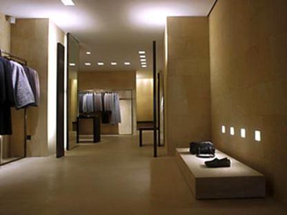 Die Geschäfte Von Claudio Silvestrin für Giorgio Armani