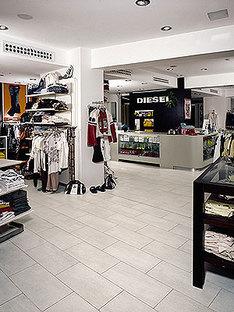 Geschäfte Sky Bop und Diesel Store, Riccione