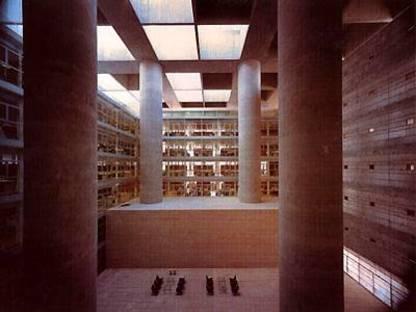 Alberto Campo Baeza Hauptsitz der Caja General de Ahorros Granada, Spanien, 2001