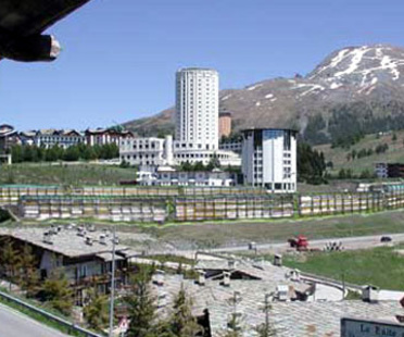 Olympisches Dorf von Sestriere und ehemalige Ferienkolonie Medail. 2005