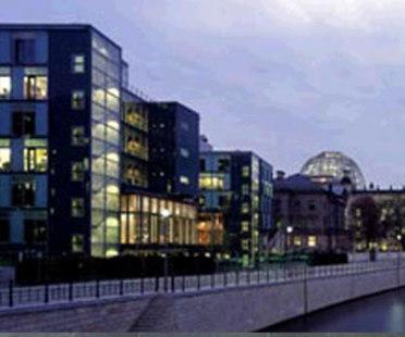 Deutscher Bundestag. Architekten Schweger + Partner, Busmann & Haberer, von Gerkan, Marg & Partner, De Architekten Cie., von den Valentyn. Berlin. 2002