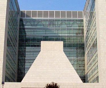 Gregotti Associati. Direktionszentrum Banca Lombarda.<br /> Brescia, Italy. 2004