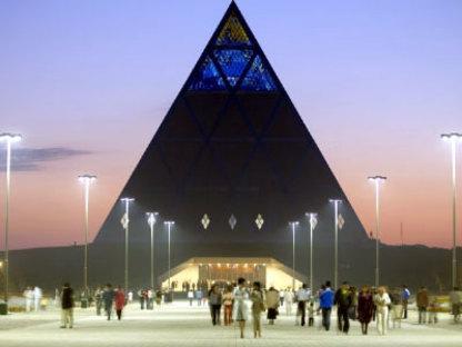 Astana (Kasachstan). Friedenspyramide. Foster and Partners. 2006