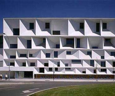 Auditorium di Leon - Emilo Tu&ntilde;&oacute;n e Luis Mansilla.<br />Leon, 2001