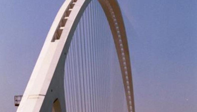 Reggio Emilia. Die Brücke über die Autobahn. Santiago Calatrava. 2007